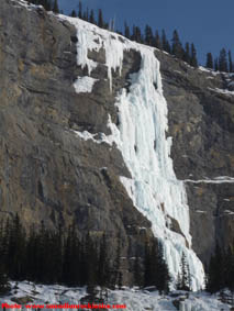 Upper Weeping Wall ice climbs - Weeping Pillar & Teardrop.